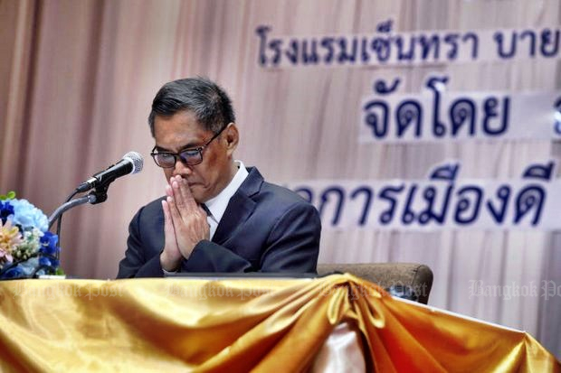 Seen here at an EC organisation meeting on Thursday, Ittiporn Boonpracong, chairman of the Election Commission, swore that the regime tried to influence the EC's re-drawing of the national election constituency boundaries. (Photo by Chanat Katanyu)