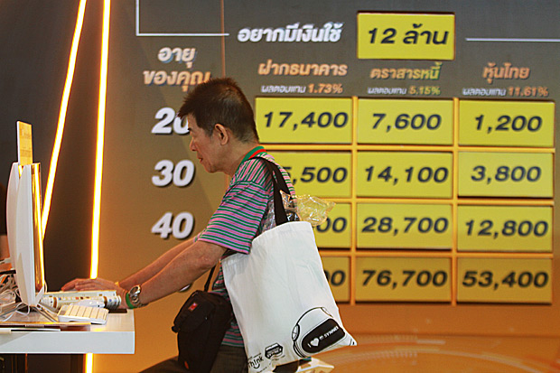 A man browses investment and savings plans provided at SET in the City 2018. (Photos by Somchai Poomlard)