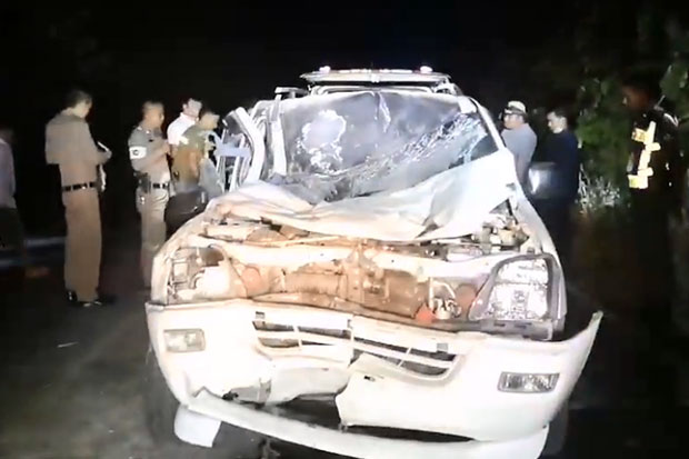 Police inspect the wreckage of the vehicle that hit a wild elephant crossing a road in Khao Yai National Park, in Nakhon Ratchasima, on Wednesday night. The driver died. The elephant was found injured in the forest, but still able to walk. (Photo grabbed from a clip by Pak Chong Time Facebook page)