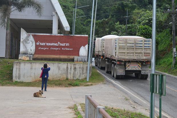 Ban Huak border crossing in Phayao province (photo by Saiarun Pinaduang)