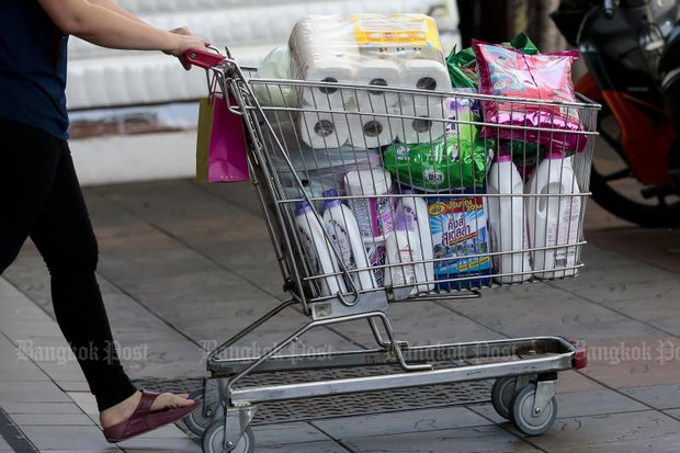 A shopper heads for the parking lot after checkout on Tuesday - the first of a promised monthly 'no-plastic bag' days by some supermarkets retail stores. (Photos by Patipat Janthong)