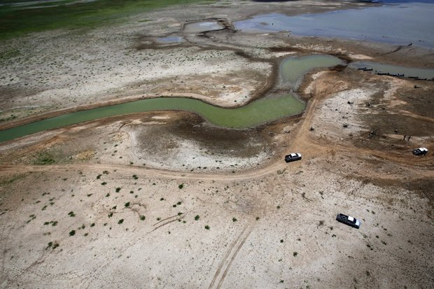 Drought is one problem to be addressed in the 20-year water management plan. Photo shows a small stream of water near the Lamtakong Dam in Nakhon Ratchasima. (AP file photo)