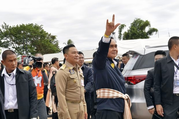 Prime Minister Prayut Chan-o-cha, on a visit to Bung Kan, said he loves to hear people call him Uncle - 'Loong Tu'. (Photos courtesy Government House)