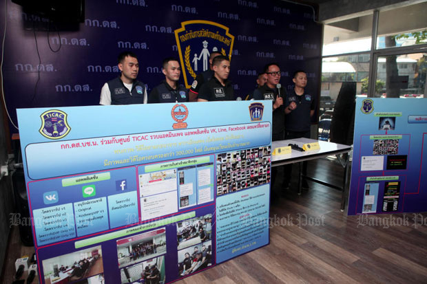 Police announce the arrest of a 17-year-old university student who hosted online sites to share and sell pornographic pictures and video clips of girls and women, at the Women and Children Welfare Subdivision in Bangkok on Thursday. (Photo by Apichart Jinakul)