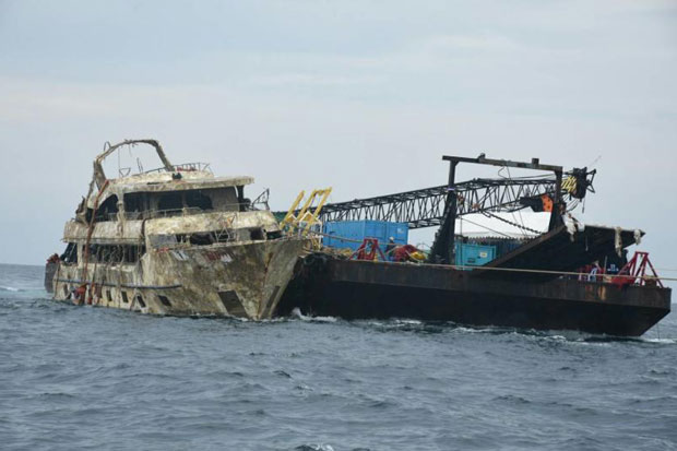 The sunken 'Phoenix' was lifted from the 45-metre-deep seabed off Phuket in mid-November. (Transport Ministry photo)