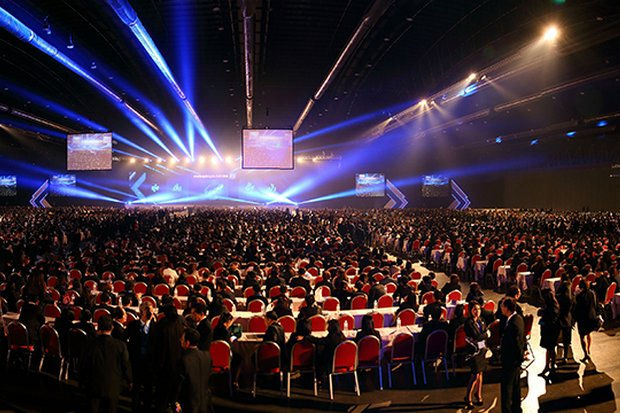 The Impact Muang Thong Convention Hall will be packed Wednesday evening with 200 Chinese tables with 10 seats apiece, at a price of 3 million baht per table. (File photo)