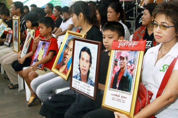 Events like the six murders of innocent aid-givers at Wat Pathum Wanaram in 2010 when Abhisit Vejjajiva was prime minister should never be mentioned again, according to P-Net. (File photo)