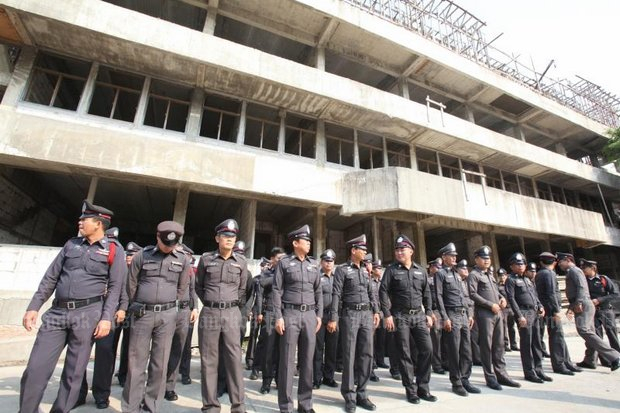 Police in Thanyaburi district just north of Bangkok were forced to move into this unfinished station when contractors walked off the job in 2010. (File photo)