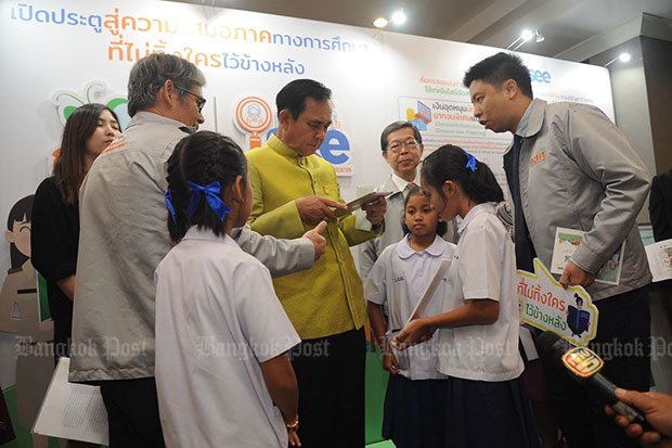 Prime Minister Prayut Chan-o-cha visits the Equitable Education Fund's exhibition, where an app was downloaded to his iPad so he could see and monitor student inequality and fund disbursements. (Post Today photo)