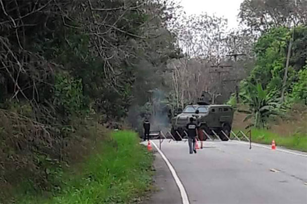 Soldiers cordon off the shooting scene on a road in Sri Sakhon district, Narathiwat, after gunmen opened fire from ambush at three rangers on board a pickup truck on Saturday afternoon. (Photo by Waedao Harai)
