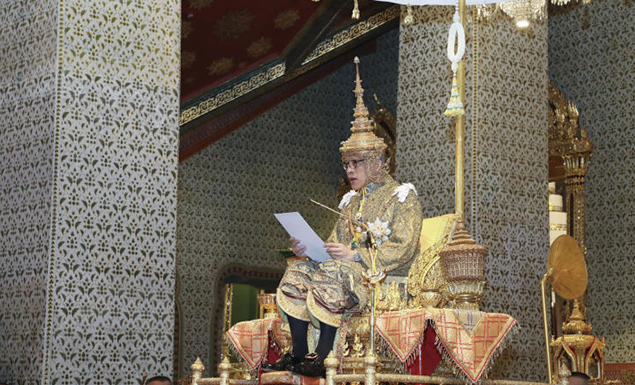King completes accession to throne