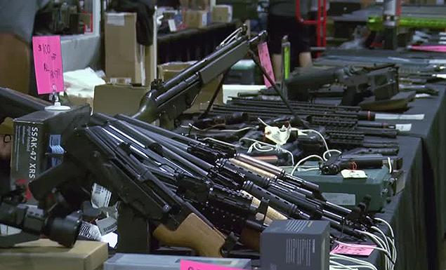 Top Democrats press Trump on gun control