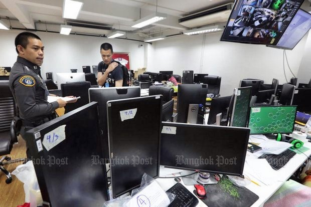 Police raid a building in Bangkok Noi district after being tipped off that offices were being used by a sports gambling outfit that allowed customers to bet online at www.tangmuay.com. About 40 computers and documents on gambling business were seized. Several suspects fled before the search. (Photo by Wichan Charoenkiatpakul)