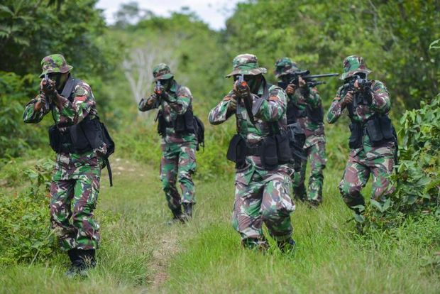Members of Indonesia's commando unit take part in an anti-guerilla warfare exercise in Mata Ie forest, some 10 kilometres from Banda Aceh on Jan 2, 2019. (AFP photo)