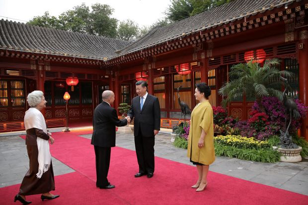 China's President Xi Jinping and his wife Peng Liyuan welcome Cambodia's King Norodom Sihamoni and his mother, former queen Monique at Diaoyutai State Guesthouse, in Beijing, China Sept 19, 2018. (Reuters file photo)