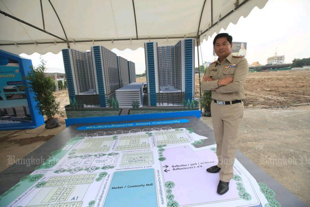 A model and blueprint of the smart community project was displayed Wednesday at the now-defunct Tanning Organisation near Rama IV Road. (Photo by Somchai Poomlard)