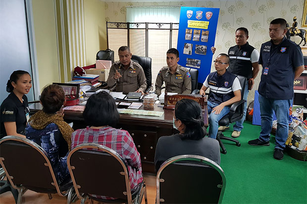 Pol Col Apichai Krobphet, chief of Pattaya city police, questions the three Philippine women arrested for illegally fund-raising for a charity that does not exist, at Pattaya police station. (Photo by Chaiyot Pupattanapong)