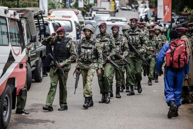 Kenyan Security Forces arrive at the scene of a terrorist attack at a hotel complex in Nairobi's Westlands suburb on Wednesday. (AFP photo)