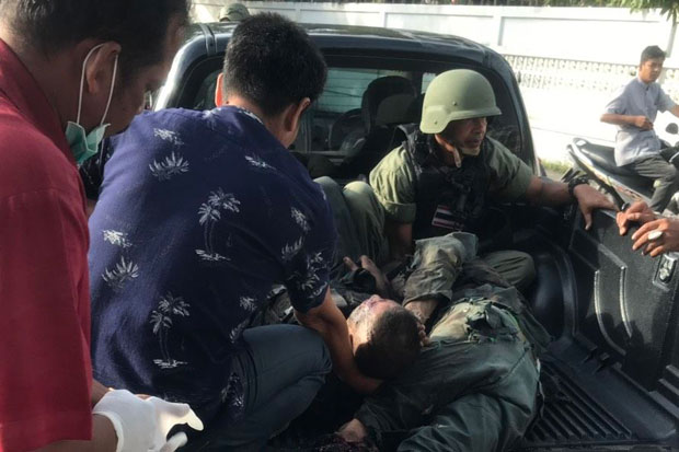 Bomb blast injures police on teacher-protection duty