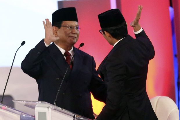 Indonesian presidential candidates spar over graft