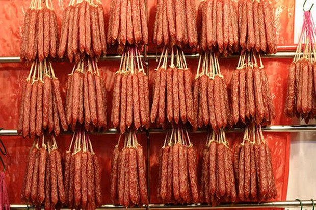 Pork sausages brought to Phuket by a foreign traveller from China were found to contain African swine fever. (Creative Commons via Wikipedia)