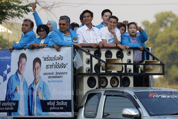 Campaigning for the general election is already underway. Democrat leader Abhisit Vejjajiva and prospective candidates greeted people at a park on Seri Thai Road in Bangkok's Bung Kum district on Sunday, where the party opened its election centre and introduced party young bloods to the public.  (File photo)