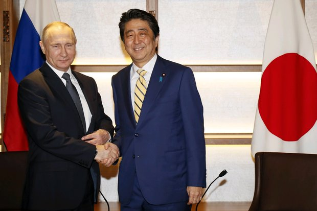 Russian President Vladimir Putin's current hard times means he won't be able to make a deal over the disputed islands with Japanese Prime Minister Shinzo Abe. (AP photo)