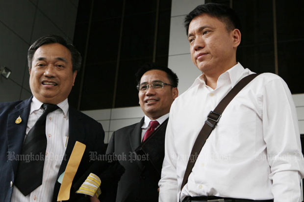 One of the sentenced Democrats, Sirichok Sopha, right, at the Criminal Court in Bangkok last October in relation to the defamation case involving former prime minister Yingluck Shinawatra. (File photo)
