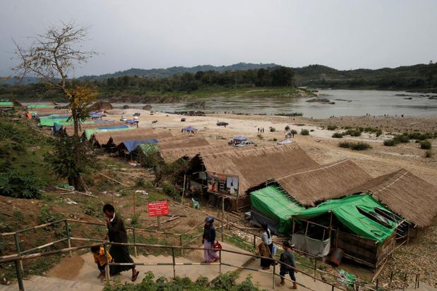 Temporary residents are seen at Myitsone, at the confluence of the Mali and Nmai rivers, outside Myitkyina capital city of Kachin state, Myanmar March 30, 2017.  (Reuters file photo)