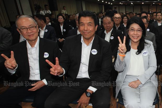(From left) Former justice minister Chaikasem Nitisiri, ex-transport minister Chadchart Sittipunt and Khunying Sudarat Keyuraphan at the Pheu Thai party's meeting on Dec 30 last year. (Photo by Somchai Poomlard)