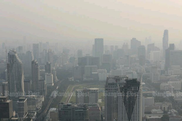 Greater Bangkok metropolis is shrouded in thick haze that has lingered for weeks. Government has promised measures to curb the smog, mainly caused by vehicles. (Photo by Patipat Janthong)