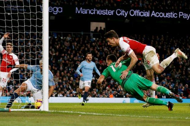 Aguero Hat-trick Fires Man City, United Win