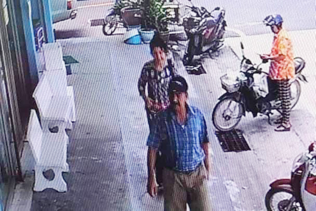 Footage of a CCTV captures Hamid Amiri and Roya Safipouri before they stole cash from a shop in tambon Chandi in Nakhon Si Thammarat's Chawang district.