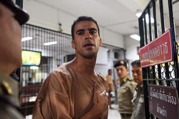 Hakeem al-Araibi, a Bahraini refugee and Australian resident, is escorted to a courtroom in Bangkok on Monday. (AFP photo)