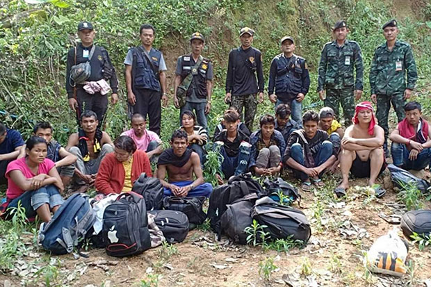 Illegal migrants from Myanmar, claiming to be from Rakhine state, arrested near a reservoir in Bang Saphan district, Prachuap Khiri Khan, close to the border on Tuesday. (Photo by Chaiwat Satyaem)