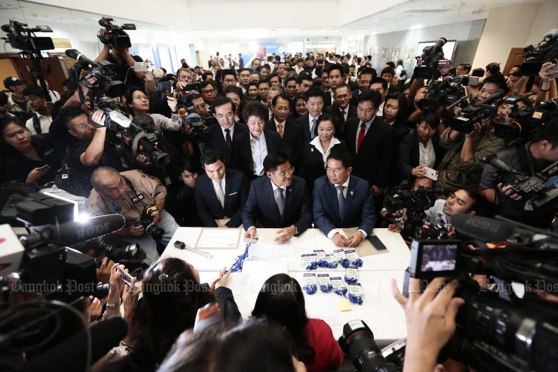 Thai Raksa Chart Party leaders submit documents nominating Princess Ubolratana as their candidate for prime minister at the Election Commission on Friday. (Photo by Patipat Janthong)