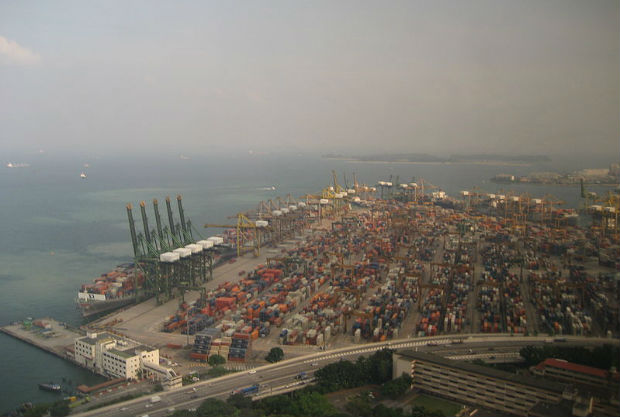 The Port of Singapore (Photo by DearEdward from New York, NY, USA [CC BY 2.0 (https://creativecommons.org/licenses/by/2.0)], via Wikimedia Commons)