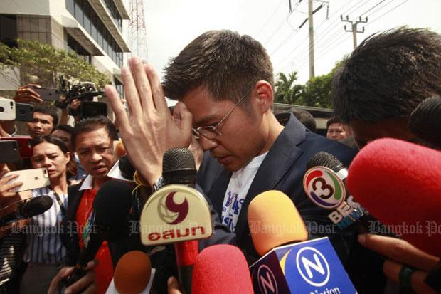 Thai Raksa Chart Party leader Preechapol Pongpanich makes a high wai as he assures the media his party accepts the royal command on the nomination of its candidate for prime minister and is loyal to His Majesty the King and all members of the royal family. (Photo by Pornprom Satrabhaya)