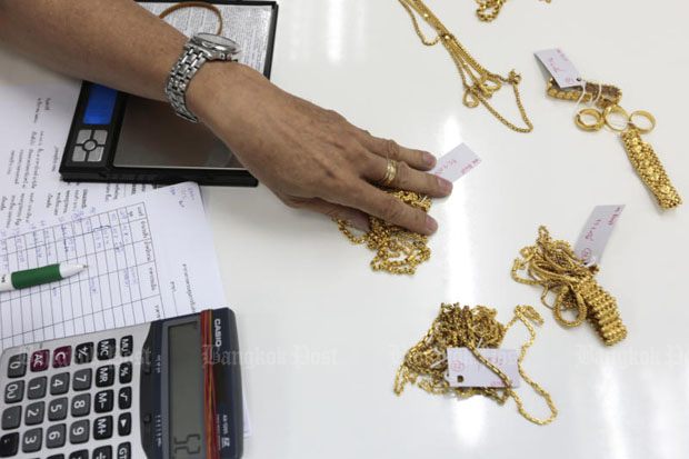 Gold prices down 50 baht to B19,450