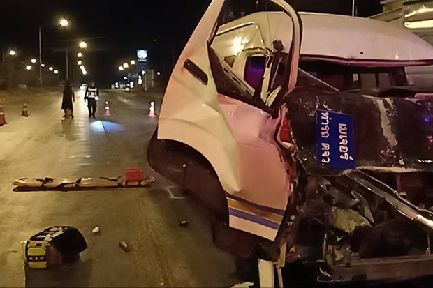 A passenger was damaged after it hit a truck in Si Maha Phot district in Prachin Buri on Sunday. (Photo by Manit Sanubboon)