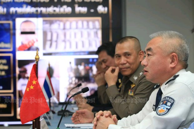 Wei Xiaojun, deputy chief of the Chinese Narcotics Control Bureau, thanks Thai authorities for helping to arrest a major drug suspect, who had fled a Chinese arrest warrant by escaping to Thailand. (Photo by Somchai Poomlard)