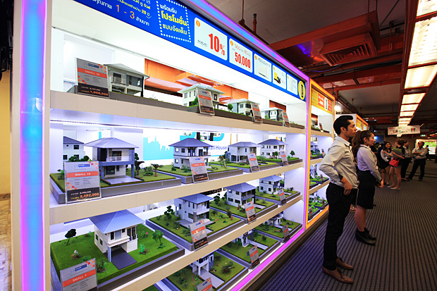 A low-rise project offers discounts at a housing fair. Developments of this type could benefit as condo interest wanes. (Photo by Phrakrit Juntawong)