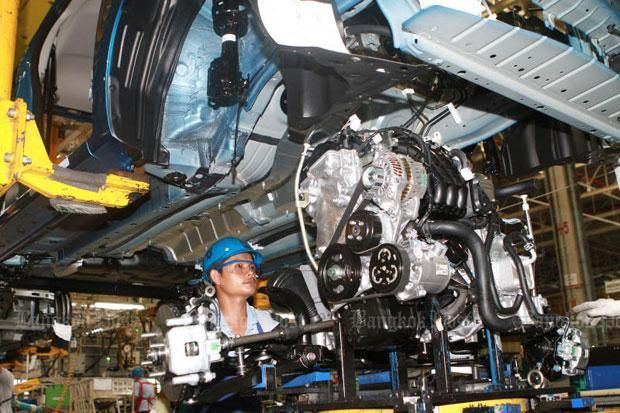 A worker is seen on an automotive production line in Si Racha district of Chon Buri province. (File photo)