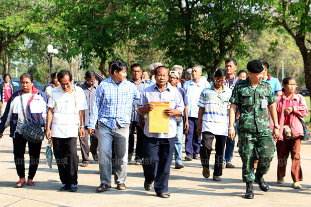 Farmers' representatives in Phichit province march to the provincial hall on Feb 18 to oppose the Rice Bill, which they say would be damaging to farmers' interests, and submit a petition to the provincial governor. Opponents threatened to mobilise protests across the country if the controversial bill was not withdrawn from the National Legislative Assembly. (File photo)