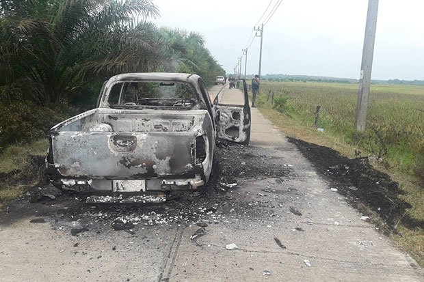 The pickup truck stolen and used in the abduction and murder of two policemen in Cho Airong district, Narathiwat, and later found burned out in nearby Tak Bai district. (Photo by Waedao Harai)