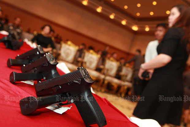 Some of the new 9mm Sig Sauer P320SP pistols are shown at the Royal Thai Police office on Sept 25, 2017. A consignment was procured from the United States as a part of a welfare project initiated by former police chief Somyot Pumpanmuang. (File photo)