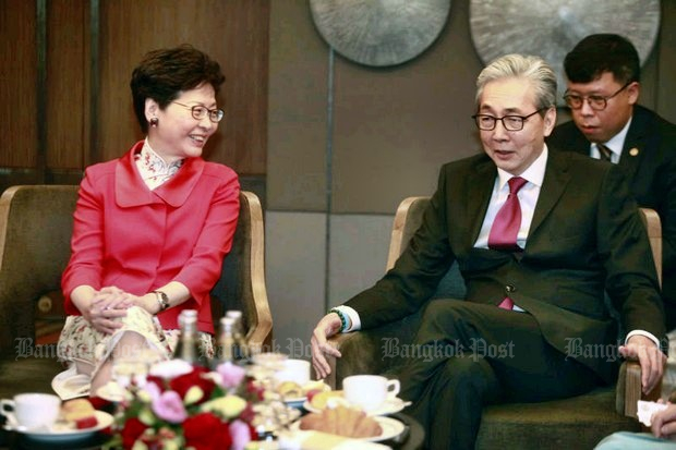 Hong Kong Chief Executive Carrie Lam (left) attended an MoU signing ceremony at Centara Grand Central Plaza Thursday with economy tsar Deputy Prime Minister Somkid Jatusripitak. (Photo by Pornprom Satrabhaya)