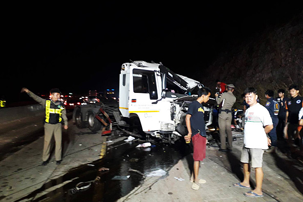 The scene of a fatal accident on Saturday night in Prachin Buri. (Photo by Manit Sanubboon)