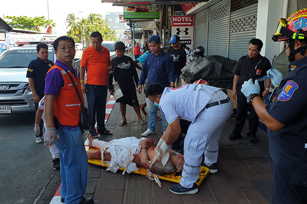 The unidentified foreign man is treated for his injuries after falling from the second floor of a Pattaya hotel in Chon Buri province on Thursday. (Photo by Chaiyot Pupattanapong)