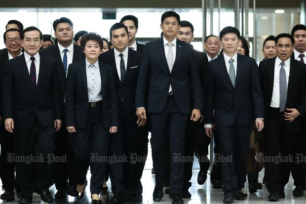 Executives of the Thai Raksa Chart party enters the Constitutional Court to hear the ruling on the party's fate on Thursday. (Photo by Patipat Janthong)